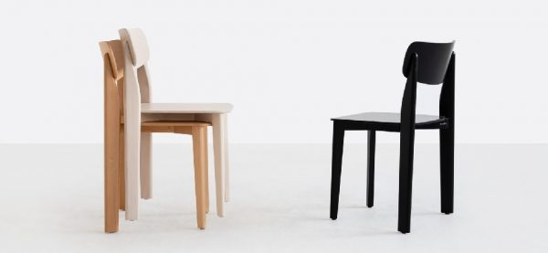 Ukážka stohovania drevených stoličiek SRA-1907 Pala