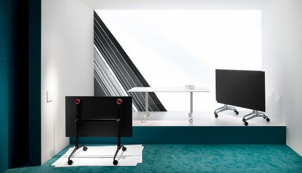 Sklápacia stolová noha PE-Ypsilon Tilting ukážka v interiéri