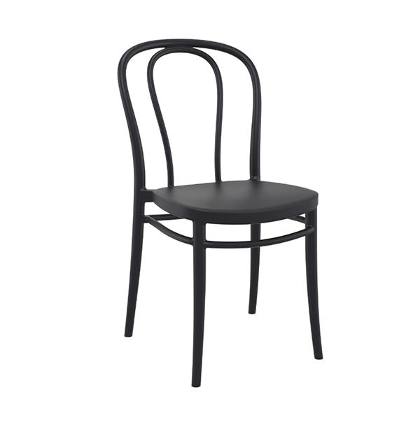 Stolička SI-Victor je vyrobená z polypropylénu vystuženého sklenenými vláknami, za pomoci najmodernejšej technológie tvarovania vzduchom. Je určená na vnútorné i vonkajšie použitie. Stolička je inšpirovaná ohýbanými stoličkami z 19. storočia od bratov Thonetovcov A-18. Táto je však vhodná aj do exteriéru, vydrží dážď i UV žiarenie. Skladom 14 tmavosivých a 28 ks béžových