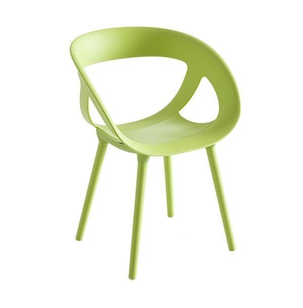 Stolička GB-Moema s plastovými nohami.
